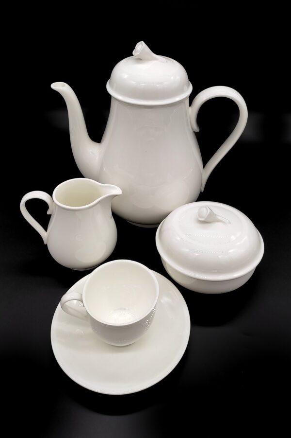 Serv. caffè 15 pezzi Royal White 12 tazze caffè, zuccheriera, lattiera e caffettiera Prezzo di listino € 280,00 sconto 40% in OFFERTA € 160,00